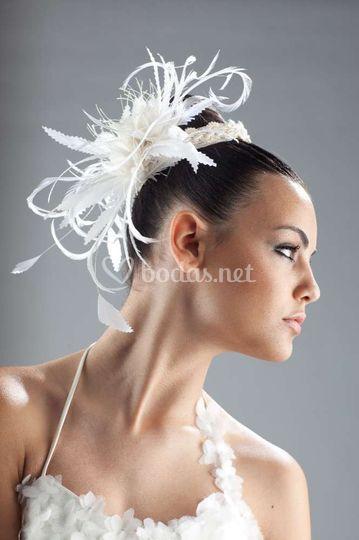 Tocado de novia con plumas