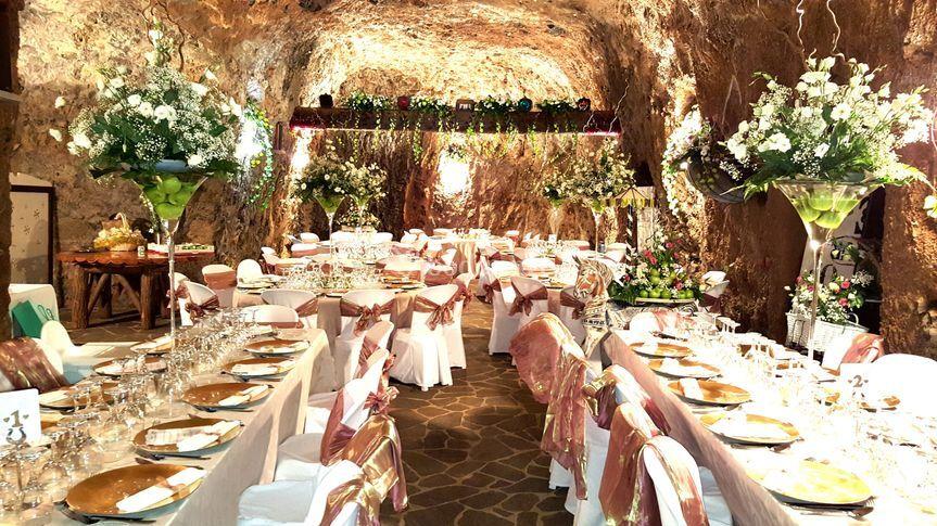 Decoración en una cueva de Floristería Tegueste