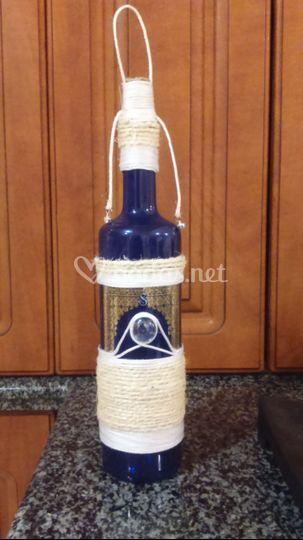 Botella colgante decorada