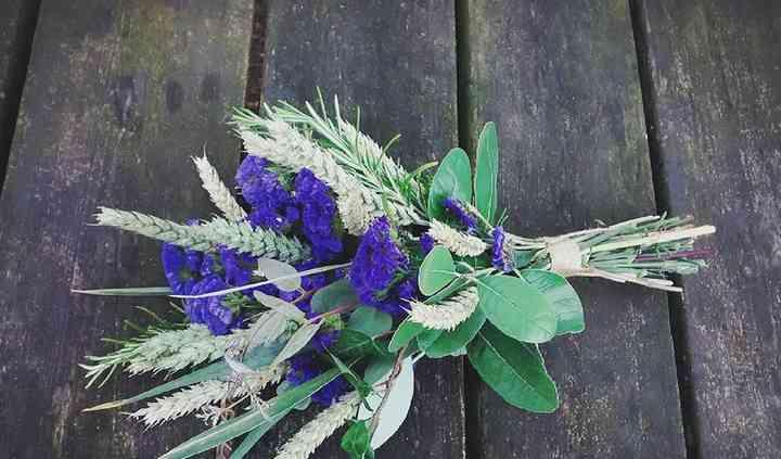 Ramod e novia en tonos lilas
