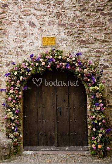 Arco floral de la iglesia