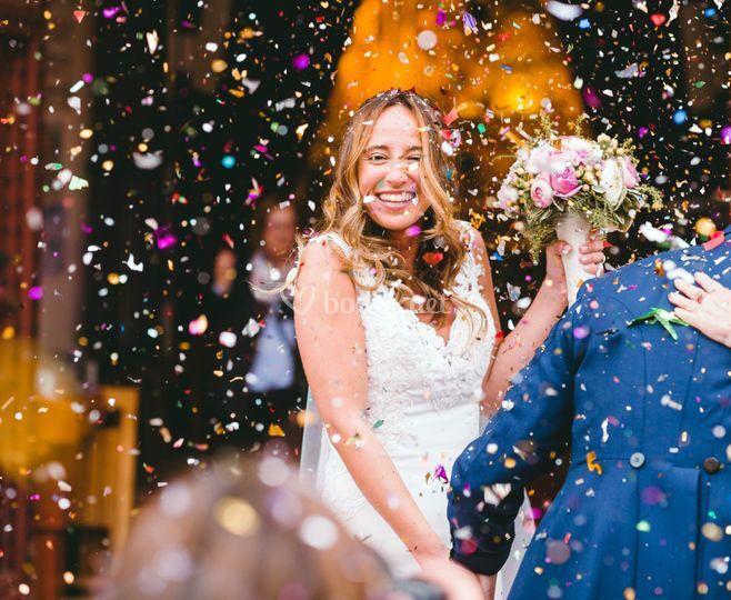 Salida de la novia y confeti