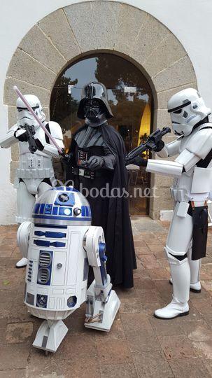 Darth Vader, Troopers y R2D2