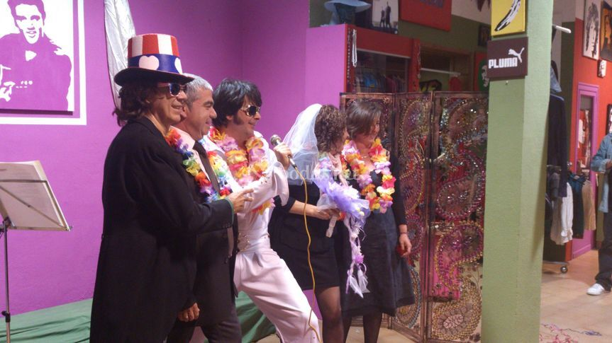 Ceremonia simbólica con Elvis