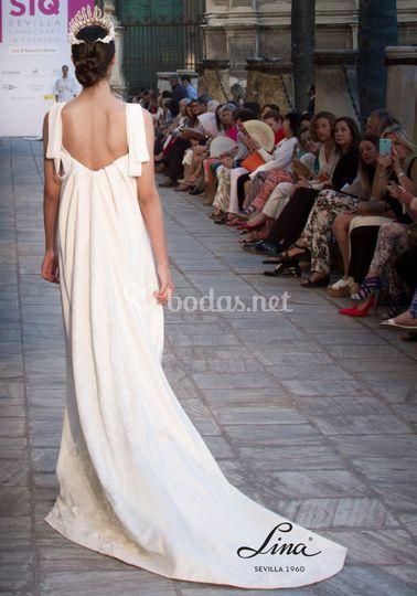 Parte posterior de vestido de novia helénico