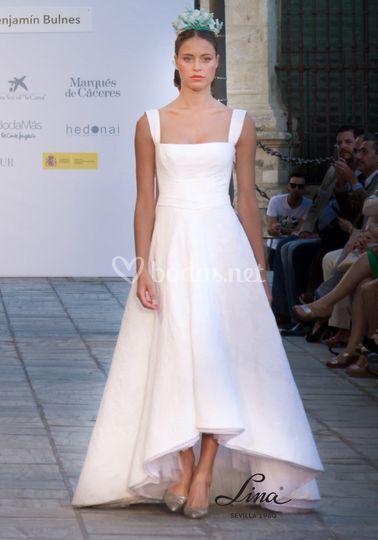 Vestido con piqué blanco