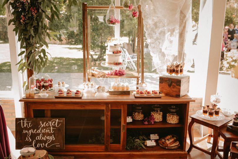 Mesa dulce rústica y romántica
