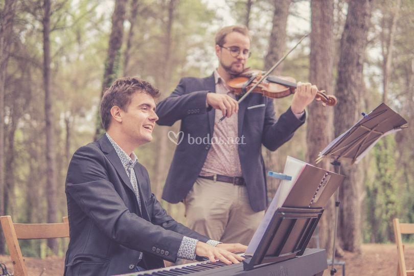 Una ceremonia en el bosque