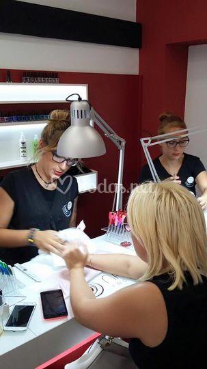 Arreglando uñas