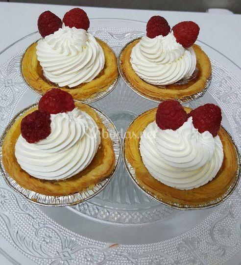 Tartaletas de nata y frambuesas