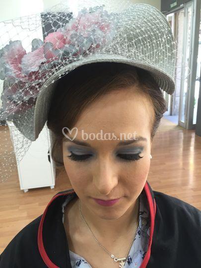 Recogido con tocado y maquillaje