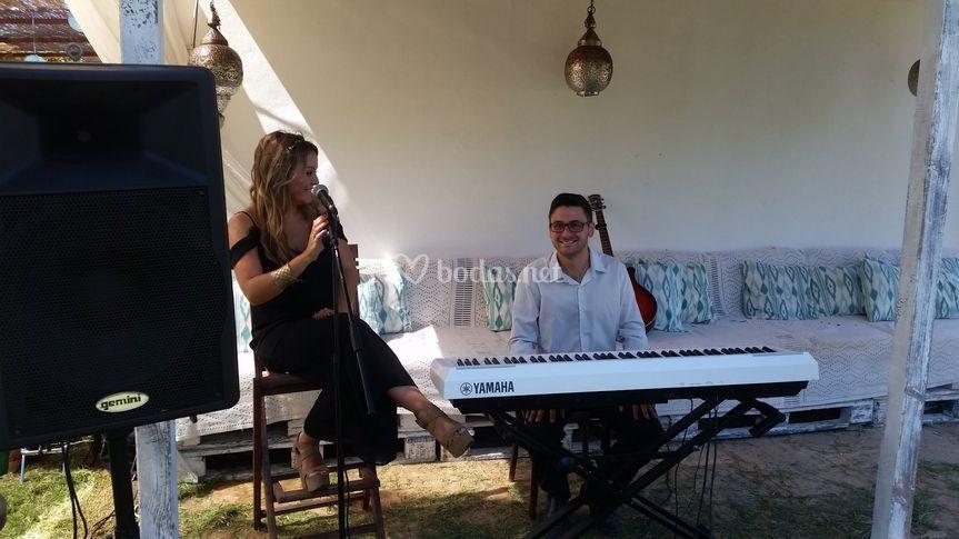 Piano y voz en directo