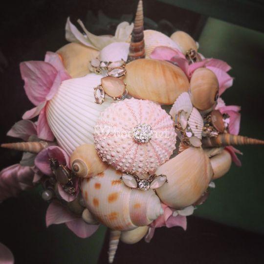 Ramo rosa con conchas