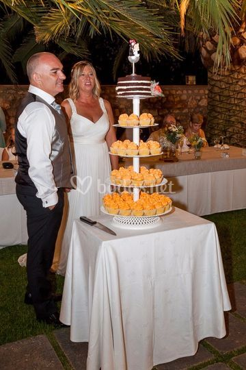 Torre de cupcakes y tarta