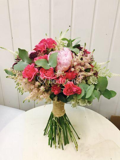 Bouquet peonias y rosas
