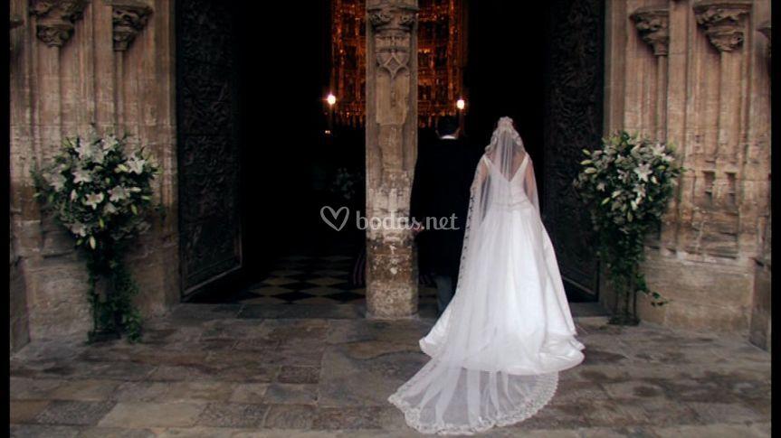 La novia entra a la iglesia