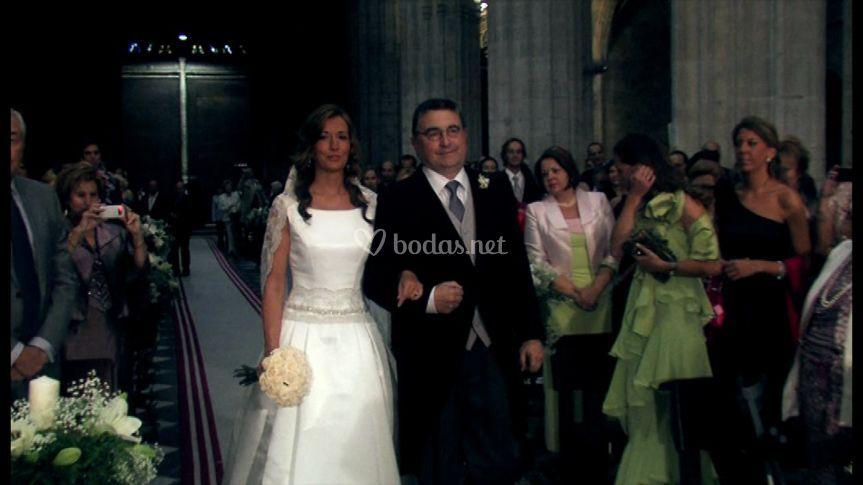 La novia y su padrino entrando