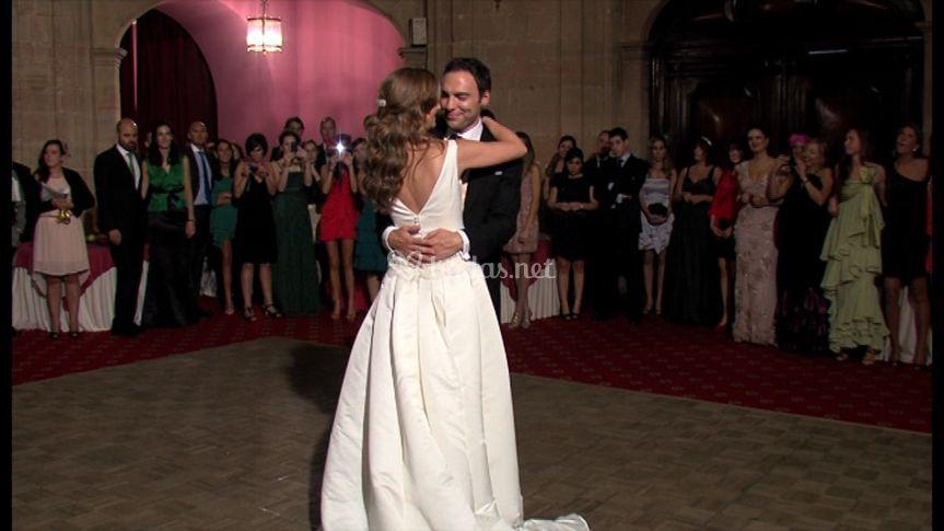 Los recién casados bailan