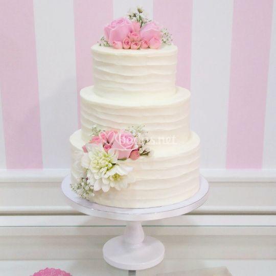 Layer cake con flor natural