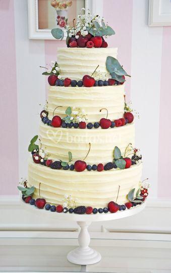 Layer cake boda frutos rojos