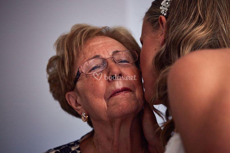 Abrazo con la abuela