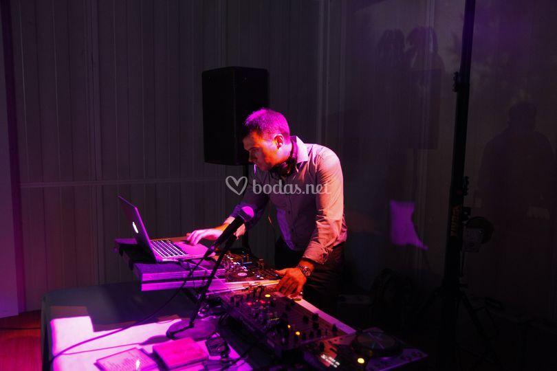 Leo music deejay