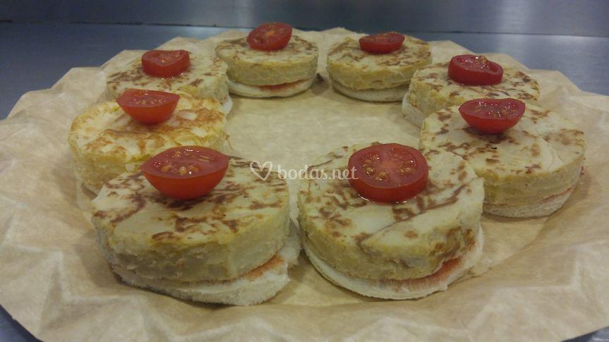 Discos de tortilla con tomate
