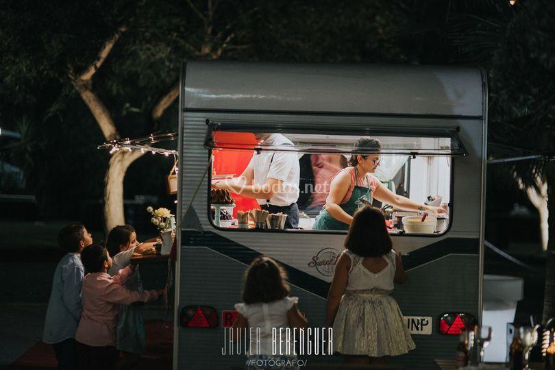 Niños con la caravana
