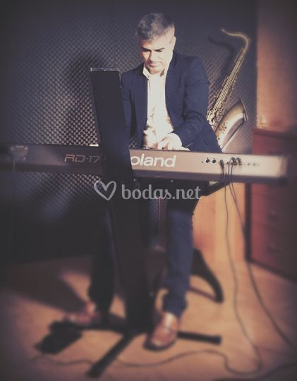 Raúl García piano en cóctel