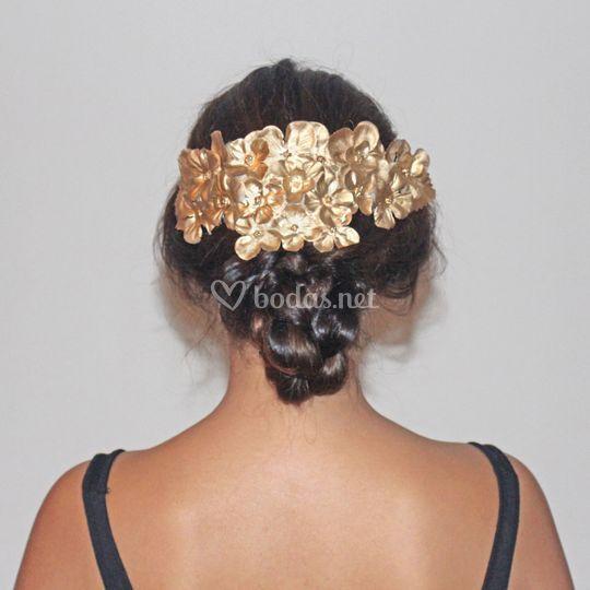 Peineta flores de tela doradas