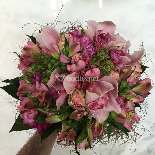Combinación de flores rosas y verdes
