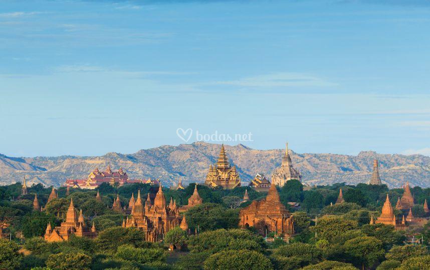 Los templos de Bagan al amanecer en Myanmar