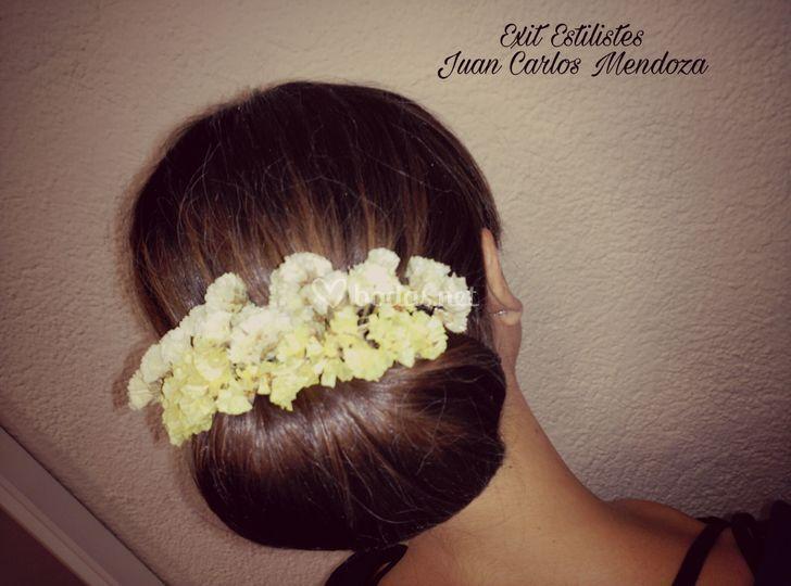Recogido con flores naturales