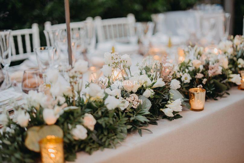 Detalle mesa estilo romántico
