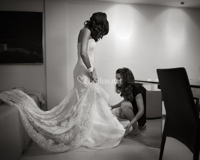 Vistiendo a la novia
