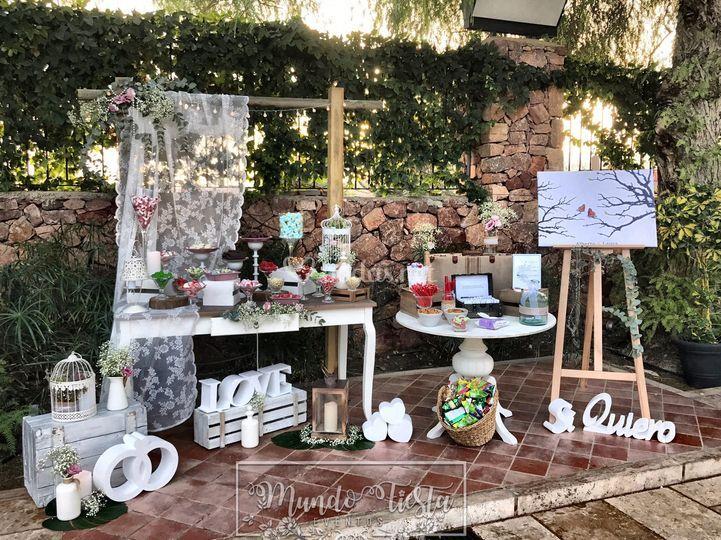 Mesa dulce y árbol de huellas