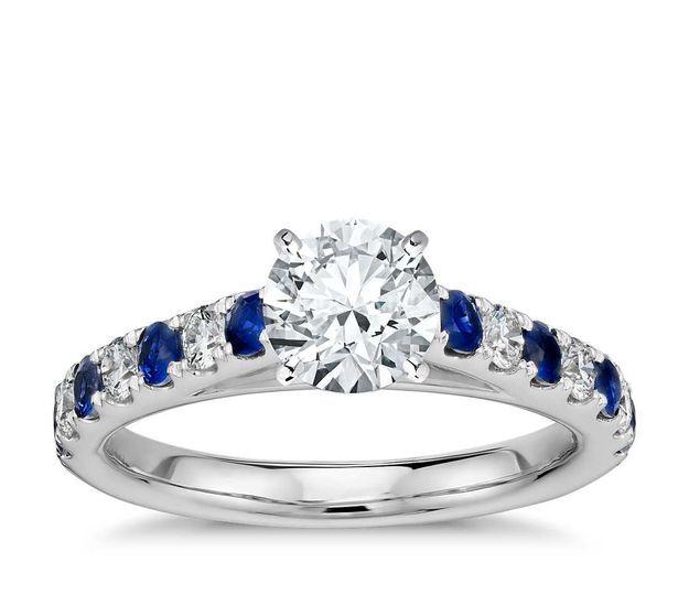 Diamante y zafiro azul