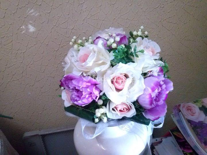 Ramo formal con flores artificiales