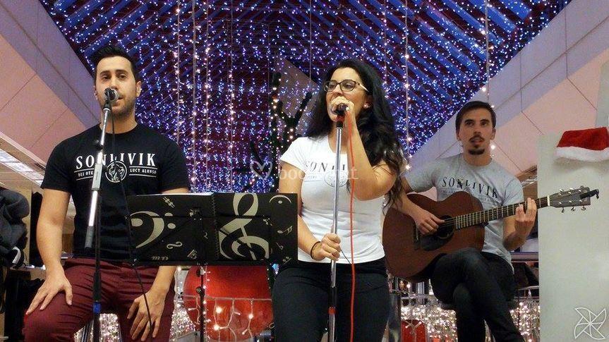 Cantando en centro comercial