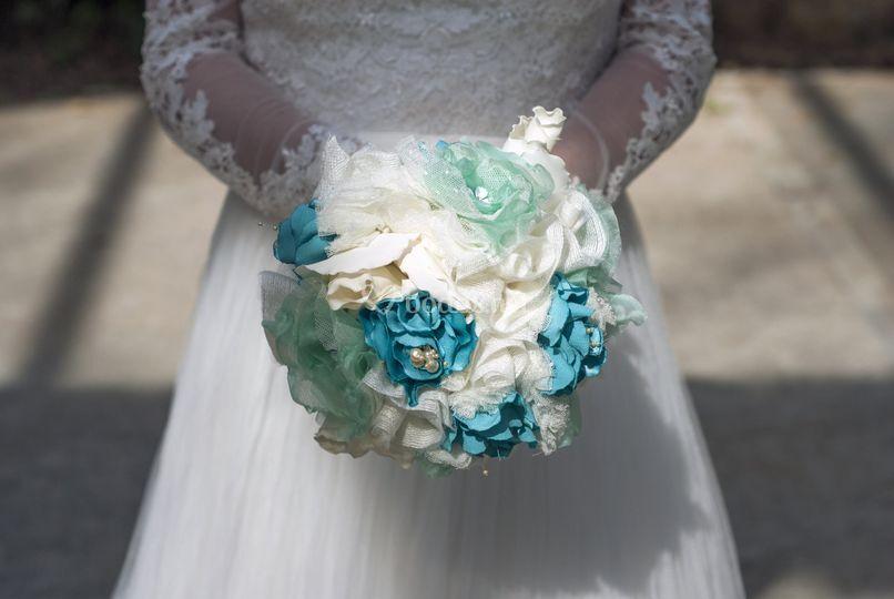 Ramo de novia en azul y blanco