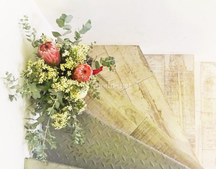 Ramo rosas austin y proteas