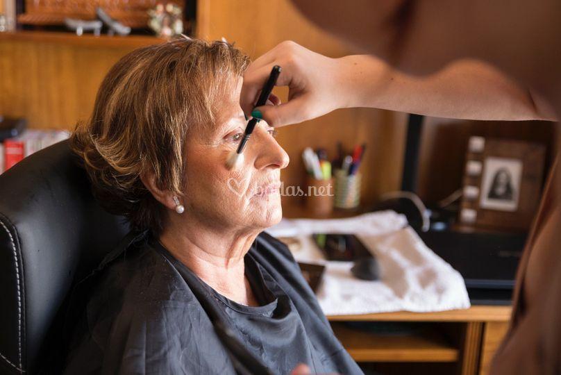 Maquillaje y peluquería madre