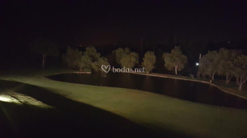 Campo de golf iluminado
