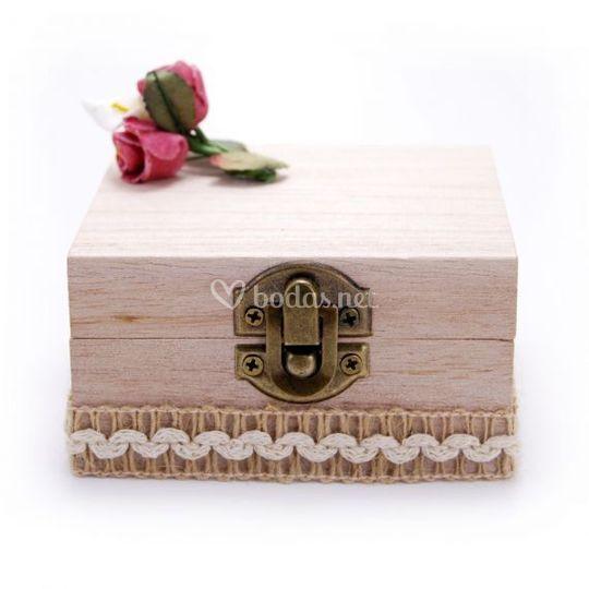 Caja de madera en color natural