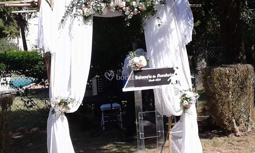 Arco de boda exterior
