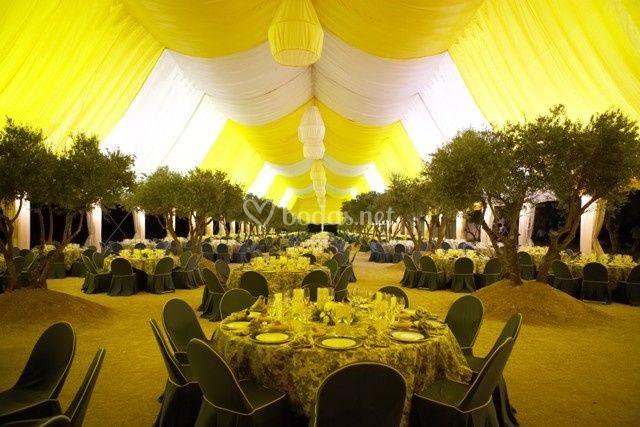 Doble techo tela combinado crudo y amarillo en carpa poligonal