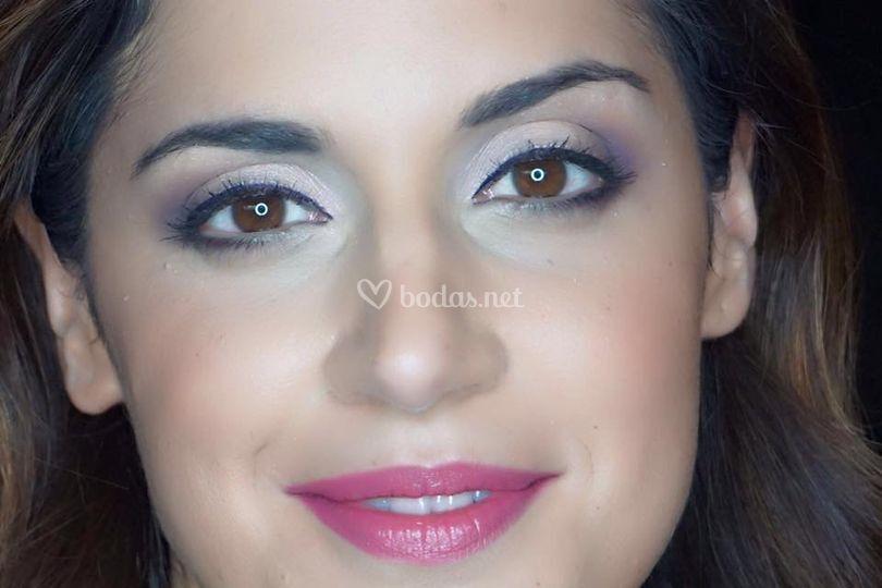 Detalle de maquillaje de novia