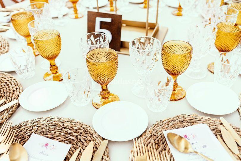 Banquete con copa ámbar