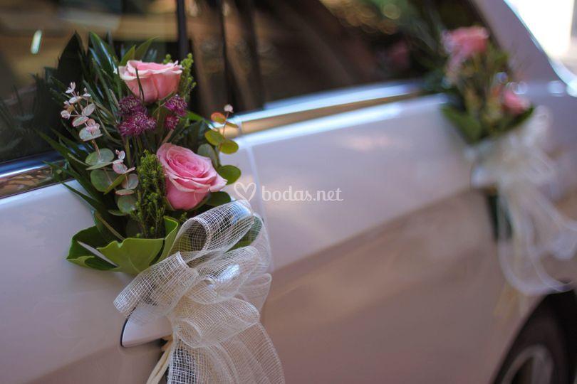 Decoración con rosas rosas