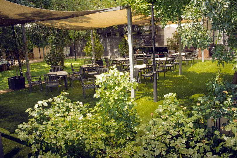 Exteriores de restaurante camaura foto 37 for Ciudad jardin granada